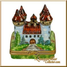 Fortified Medieval Castle Limoges Box by Beauchamp, See an extensive selection of Travel Gifts, Authentic French Limoges Boxes in every style at www.LimogesBoxCollector.com