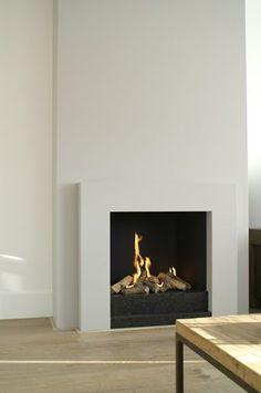 Cozy Corner Fireplace Design Ideas in the Living Room Home Fireplace, Fireplace Remodel, Living Room With Fireplace, Fireplace Surrounds, Fireplace Mantels, Home Living Room, Fireplace Ideas, Simple Fireplace, Contemporary Fireplace Designs