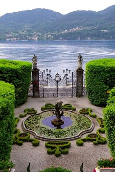 Villa Carlotta in Tremezzo (Lake Como), Italy Lac Como, Beautiful Landscapes, Beautiful Gardens, Wonderful Places, Beautiful Places, Italian Garden, Formal Gardens, The Places Youll Go, Places To Travel