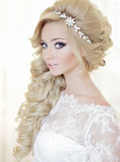 Wedding Hairstyles For Long Hair Featured Photo: Liliya Fadeeva via Websalon Weddings - Get inspired by these glamorous wedding hairstyles featuring pretty curls. From updos to hairstyles with sparkly accessories, we've got it all right here. Bridal Hair Down, Wedding Hair Down, Wedding Hair And Makeup, Wedding Updo, Wedding Hairstyles For Long Hair, Unique Hairstyles, Bride Hairstyles, Headband Hairstyles, Glamorous Hairstyles