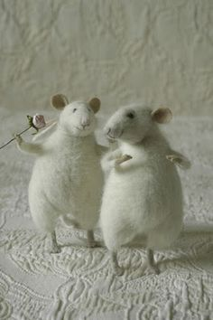 Adorable felt toys by artist Natalya Fedeeva Needle Felted Animals, Felt Animals, Wet Felting, Needle Felting, Stuart Little, Wooly Bully, Mouse Crafts, Hamster, Felt Mouse