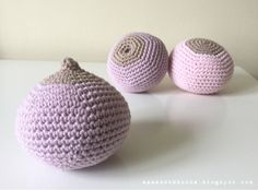 So when your good friend, who is a lactation consultant asks if you can make some Croobs (crochet boobs), what do you say?   Obvious, really...