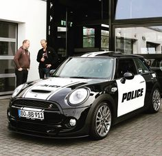 Mini cooper S Police Car - watch out guys :D New Mini Countryman, Mini Cooper S, John Cooper, Toy Bulldog, Morris Minor, Mini One, Smart Car, Emergency Vehicles, Mini Things