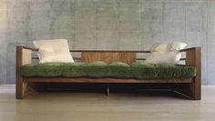 California Calls You!: Kings Road Sofa, design: Rudolph Schindler, 1942, reedition by Marmol Radziner Furniture