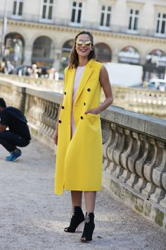 Paris Fashion Week Street Style = Your Ultimate Cheat Sheet to Looking Like the Chicest French Girl Ever Spring Street Style, Street Chic, Street Style Women, Fashion Over 40, Paris Fashion, Dressing, Teen Vogue, Cool Style, Spring 2015