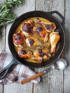 Easy one pot chicken dinner with honey and mustard. Så easy to make, so delicious. (in norwegian) One Pot Wonders, One Pot Chicken, Paella, Love Food, Mustard, Food To Make, Curry, Chili, Honey