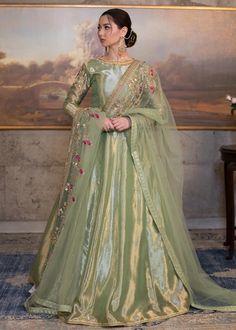 Actress Hania Aamir Looks Beautiful in Her White Lehnga Choli Shoot - Top 10 Ranker Shadi Dresses, Pakistani Formal Dresses, Indian Gowns Dresses, Pakistani Wedding Outfits, Pakistani Dress Design, Bridal Outfits, Pakistani Mehndi Dress, Pakistani Clothing, Pakistani Bridal Wear