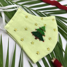 Christmas Sewing, Christmas Embroidery, Hand Embroidery, Embroidery Designs, Cute Sewing Projects, Sewing Crafts, Diy Mask, Diy Face Mask, Mery Crismas