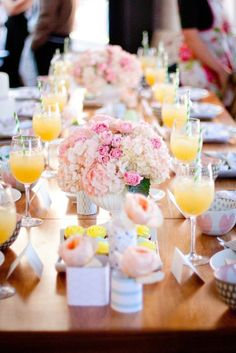 I'm so in love with the direction bridal showers are going these days. First a wine shop, now a cooking class? It seems to me that they just keep getting better and better! Put together by Mints
