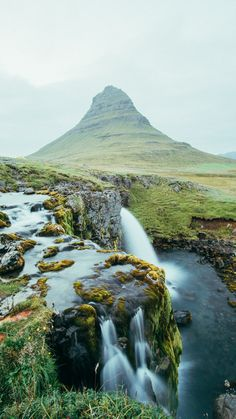 Travel itinerary for visiting Iceland in the summer - Mountain Kirkjufell and the Kirkjufellsfoss waterfall