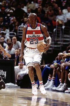 The GOAT dribbles around a screen in D. Pro Basketball, Basketball Players, Michael Jordan Pictures, Nba Stars, Jordan 23, Chicago Bulls, Mj, Air Jordans, Wizards