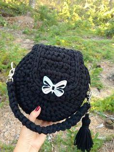 Bolsa de crochê em fio de malha preta