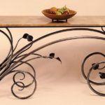 Aparador de metal e mármore no estilo Art Nouveau