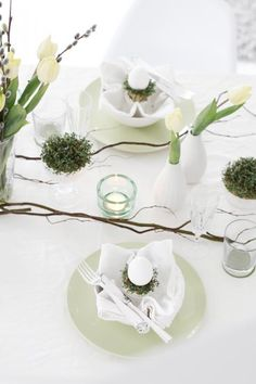 26 Amazing White Easter Décor Ideas : 26 Amazing White Easter Décor Ideas With Modern White Dining Set And Easter Table Decor Easter Table Settings, Easter Table Decorations, Decoration Table, Table Setting Inspiration, Decoration Inspiration, Diy Place Settings, Easter Party, Easter Décor, Easter Lunch