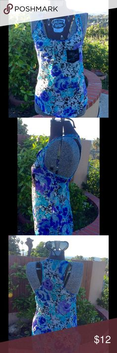 Great blue floral top with lace front pocket szXs Beautiful blue florals tank top with black lace front pocket, scoop neck, thin flowy fabric sz sm in very good like new condition!🌴🌵🐠🐟🐬🐳😊 S. Lily White Tops Tank Tops