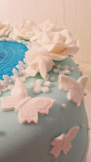 Butterflyes and fondant roses