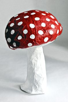 ~Papier mache paddestoel xl~ by Peg McCormick Art For Kids, Crafts For Kids, Mushroom Crafts, Paper Art, Paper Crafts, Paper Mache Sculpture, Alice In Wonderland Party, Mad Hatter Tea, Paperclay
