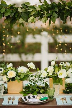 10 Stunning Tablescapes in Green and Gold