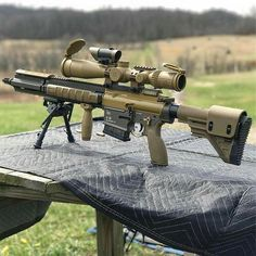 There's quite a lot to choose from for the best handguns in the market. Even conceal carry guns these days are equally reliable and sure to kick ass. Airsoft Guns, Weapons Guns, Guns And Ammo, Best Handguns, Armas Ninja, Battle Rifle, Cool Guns, Assault Rifle, Military Weapons
