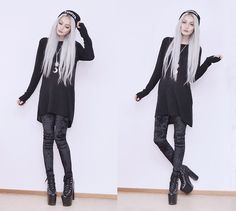 H&M Knitted Sweater, Romwe Velvet Leggings, Unif Hellbounds, Hellaholic Solstice Cresecent Moon Necklace