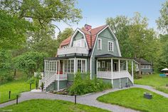 Shabby Chic Homes Dutch Colonial, Swedish House, Sims House, House Extensions, Scandinavian Home, Shabby Chic Homes, House Goals, House In The Woods, My Dream Home
