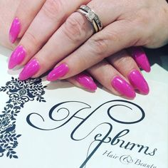 Fresh nails for the lovely @loulabelle1973  #opi #hardgel #hellokittycollection #glitter #pink @hepburns_hair_and_beauty by xxlsrx