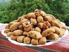 Cretan treat with nuts, orange juice and honey - TasteDriver by Sissy Nika Greek Sweets, Greek Desserts, Greek Recipes, Dog Food Recipes, Brownie Recipes, Cookie Recipes, Food Film, Biscotti Cookies, Healthy Sweets