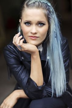 Robin, Beautiful People, Fangirl, Hair Color, Celebrities, Hair Styles, Music, Face, Light Blue