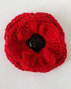Free - Button Poppy Flower crochet pattern // by Maggie's Crochet Crochet Puff Flower, Crochet Flower Patterns, Knitting Patterns, Knitted Poppies, Knitted Flowers, Crochet Crafts, Crochet Projects, Knit Crochet, Crochet Hooks