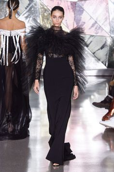 Christian Siriano dresses up his diverse women for a futuristic cosmic ball in his Fall 2019 show during New York Fashion Week! Fall Fashion Trends, Fashion Week, New York Fashion, Fashion Brands, Autumn Fashion, Fashion Outfits, Fashion 2020, Fashion Designers, Style Fashion
