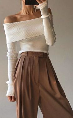 Minimal and chic - Em (Daily fashion inspiration) - - Minimal and chic Brown high waisted pants + off the shoulder sweater = Perfect christmas outfit - Fashion Mode, Minimal Fashion, Look Fashion, Daily Fashion, Autumn Fashion, Fashion Trends, Brown Fashion, Chic Fashion Style, Minimal Outfit