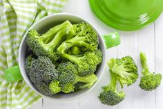 Broccoli With Mustard Sauce - Nutrition Studies Plant-Based Recipes Whole Foods, Whole Food Recipes, Diet Recipes, Vegan Recipes, Snack Recipes, Vegan Side Dishes, Vegetable Side Dishes, Side Dish Recipes, Plant Based Diet