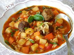 Gemüsesuppe mit Kritharaki Mince Meat, Herb Butter, Vegetable Stock, Red Peppers, 4 Ingredients, Pot Roast, Thai Red Curry, Soup Recipes, Pork