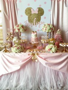 Don't Miss the 14 Most Stunning Pink Minnie Mouse Party Ideas! Decoration Minnie, Minnie Mouse Birthday Decorations, Minnie Mouse Theme Party, Minnie Mouse Birthday Invitations, Minnie Mouse First Birthday, Minnie Mouse Baby Shower, Photo Birthday Invitations, Baby Girl 1st Birthday, Diy Invitations