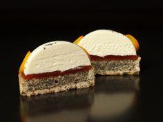Dessert Original, Mousse Cake, Cupcakes, Confectionery, Food Cravings, Mini Cakes, Fondant, Buffet, Minion