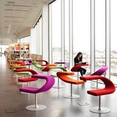 Innovations es la nueva linea de sillas individuales con mesa incorporada de Blastation, de modernisimo diseno y fantasticas formas envolventes.
