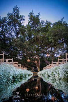 Vanessa e Rodrigo - Decoracão da cerimônia - Cerimônia - Chão espelhado - Chuva de Prata - Flor Mosquitinho - Decoração Branca - Outside Wedding - Casamento ao ar livre