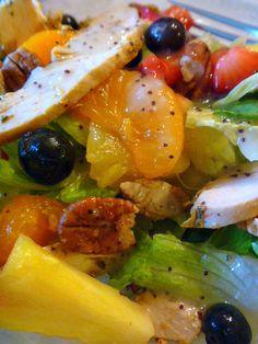 Slice of Southern: California Salad - fruit, chicken, pecans, poppyseed dressing New Recipes, Summer Recipes, Cooking Recipes, Favorite Recipes, Healthy Recipes, California Salad, Southern California, California Chicken, Salad Bar