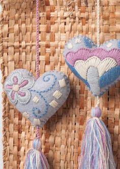 Corazones de fieltro mexicano / mano bordada corazones con | Etsy