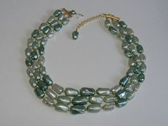 1950S GREEN BEAD NECKLACE by allthingsvintage77 on Etsy