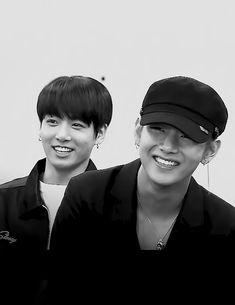Vkook  . Love. Cre: the owner/ as logo
