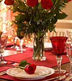 Duas maneiras de arrumar a mesa para o jantar do Dia dos Namorados | Blog Camicado