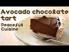 Zdrowa, czekoladowa tarta bez pieczenia [PRZEPIS]
