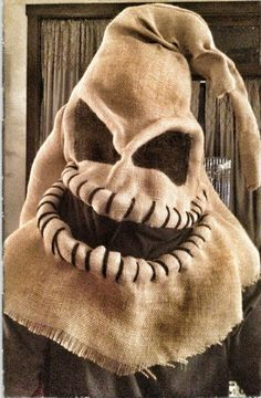 Exciting Homemade Halloween Home Decoration Ideas - Page 3 of 30 Diy Halloween, Masque Halloween, Happy Halloween, Halloween Decorations, Halloween Costumes, Samhain Decorations, Oogie Boogie Costume, Harry Potter Kostüm, Scarecrow Costume