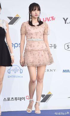 #mina Beautiful Legs, Beautiful Asian Girls, Nayeon, Korean Beauty, Asian Beauty, Kim Kardashian Show, Girls In Mini Skirts, Myoui Mina, Petticoated Boys