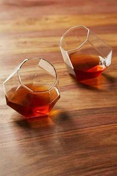 Valentines Day gifts for him! Take scotch tasting to the next level: Diamond Shaped Whiskey Glasses - www.MyWonderList.com