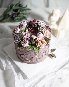 드라이 플라워 느낌으로 Dry flower cake #BungaKue#鲜花蛋糕#jakartacake#jakartabaking#เค้ก#flowerstagram#ดอกไม้#wiltoncakes#bakingclass#cakedesign#cakeshop#theflowercompny#instacake#koreanbuttercream#koreanflowercake#플라워케이크#kursuskue#플라워케익#Bangkokcake#CakesThailand#fukuokacake#福岡ケーキ