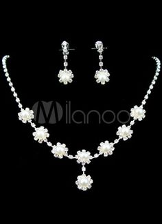 This silver prom jewelry set includes 46cm rhinestone necklace and the matching 3.5cm earrings.They are designed in fabulous single-layer water drop shape with pearls decorated. $$12.99 by Milanoo
