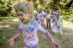 How to Host a Color Fight. How exciting! From Oh Happy Day. Color Fight, Paint Fight, Holi Colors, Creative Activities For Kids, Big People, Get Happy, Backyard For Kids, Party Entertainment, My Little Girl