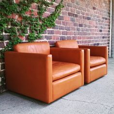 Three knoll cube chairs in brown leather just got unloaded #knoll #midcenturymodern #midcentury #vintage #clubchairs #interiordesign #elledecor #ohio #modern #furniture #downtowncanton #cantonohio #northcanton #hudson #clevelandohio